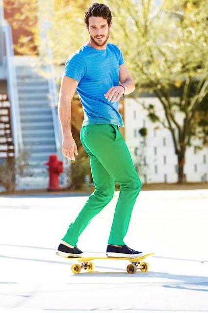 Look Masculino com Calça Verde e Camiseta Azul (1)