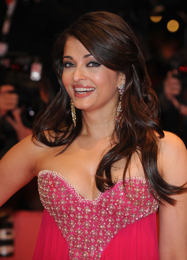 aishwarya rai sexy cleavage pics 03