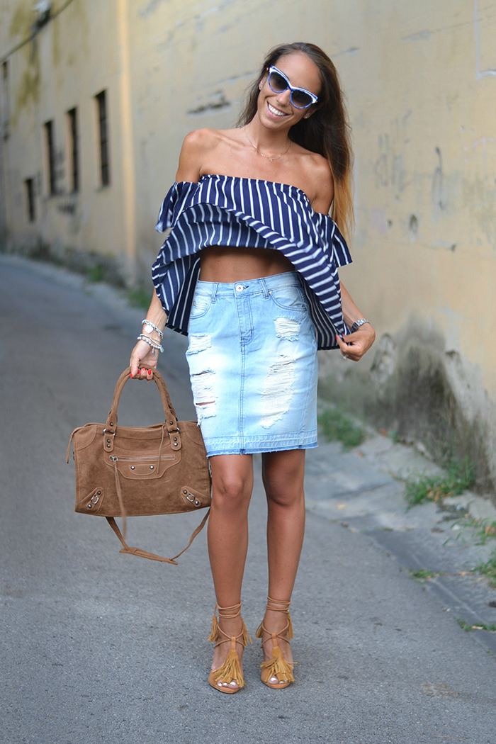 outfit top senza spalline