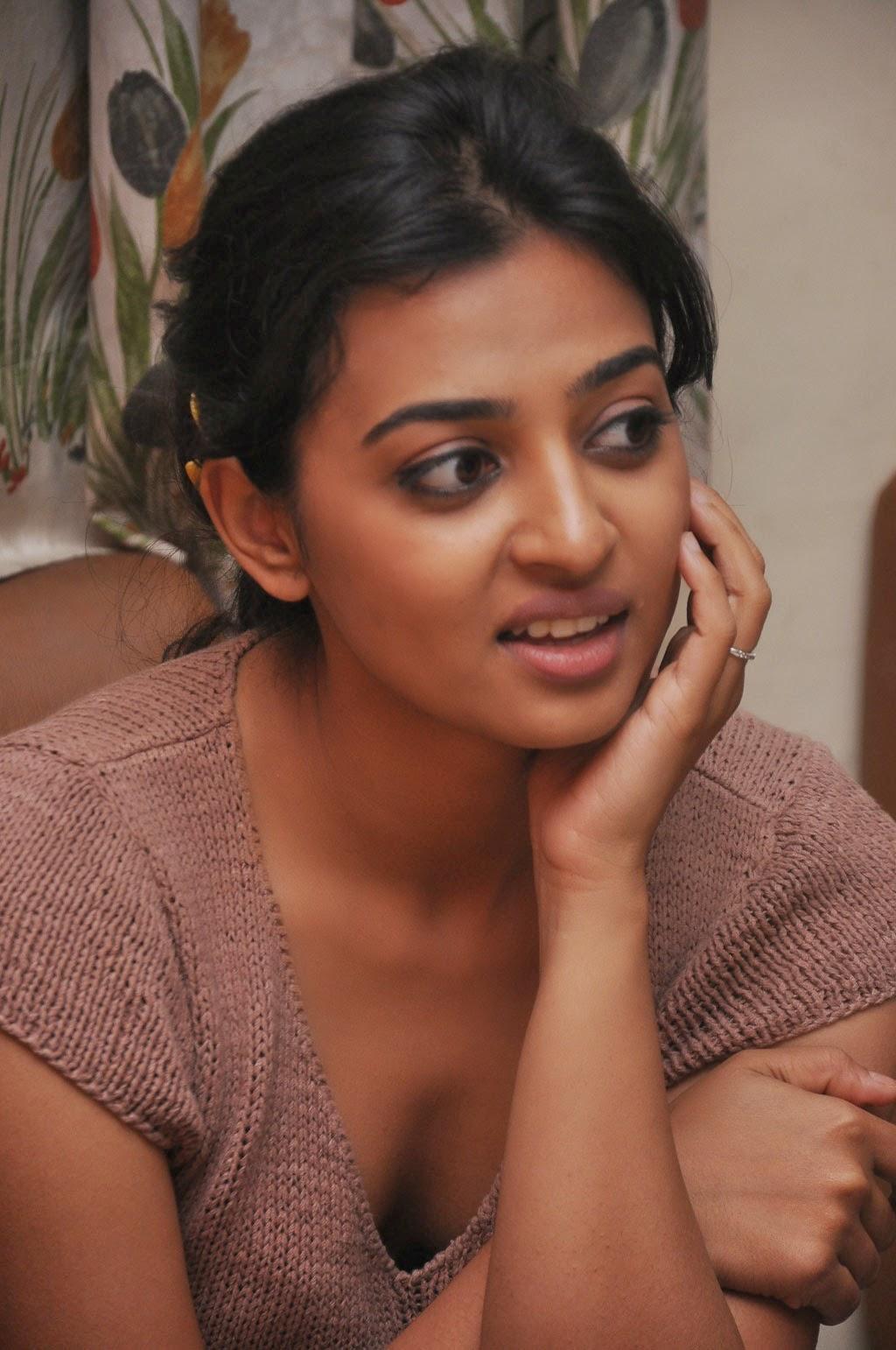 actress radhika apte hot cleavage stills cap