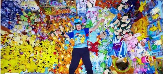Bocah laki-laki ini maniak dengan Pokemon.
