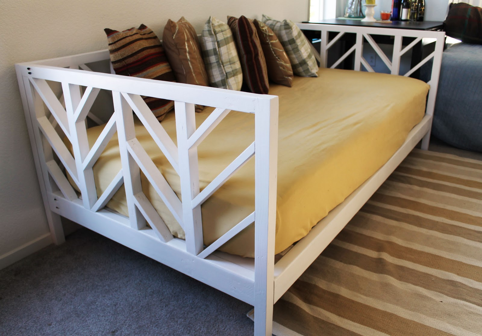 Do It Yourself Home Design: The Sleepy Peach: Adventures In Building: Herringbone Daybed