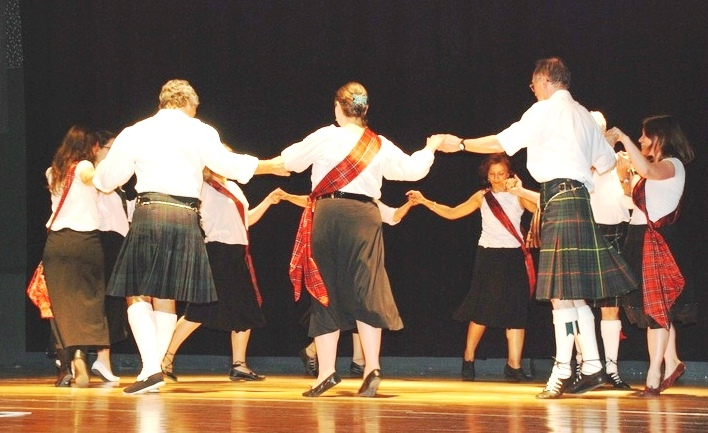 41b3217b4b4 A contradança escocesa (Scottish Country Dancing