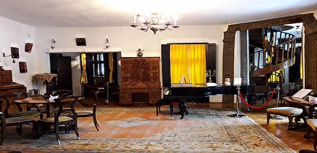 Foto interior casa memorială George Enescu din Sinaia.
