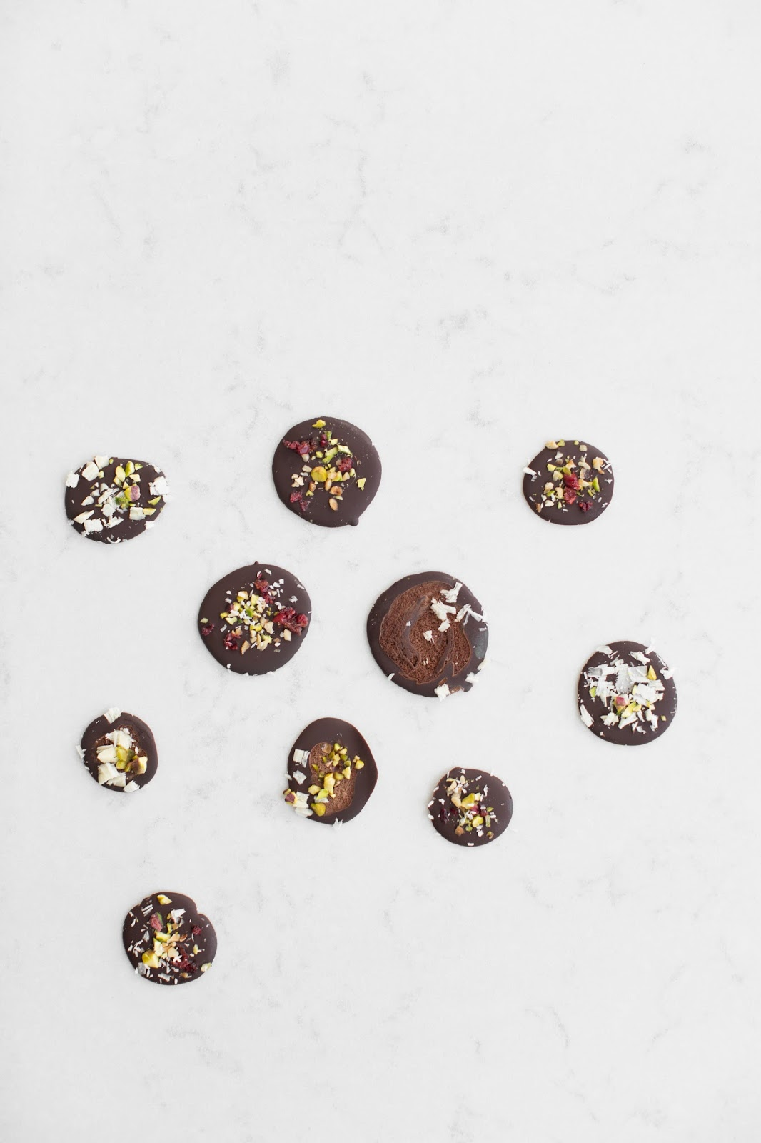 HOW TO MAKE HOMEMADE CHOCOLATE BUTTONS IN MINUTES