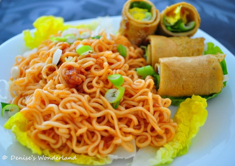 Instant noodles with ketchup