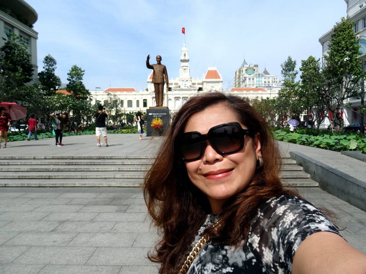 a5d71dcad321 Ho Chi Minh City Hall and Shopping Malls