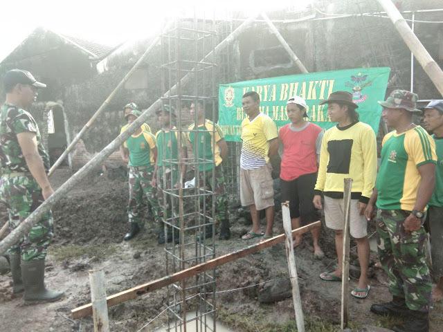 10 Personel Kostrad Bantu Renovasi Masjid Mulyo Winarso di Mojolaban