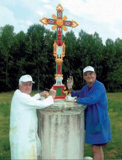 Croix peinte par Jean Couppé et Roland Rousvoal