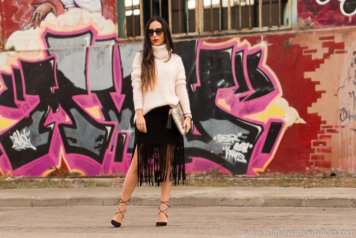 Look de Año Nuevo con falda de flecos y zapatos nuevos de cordones Aquazzura
