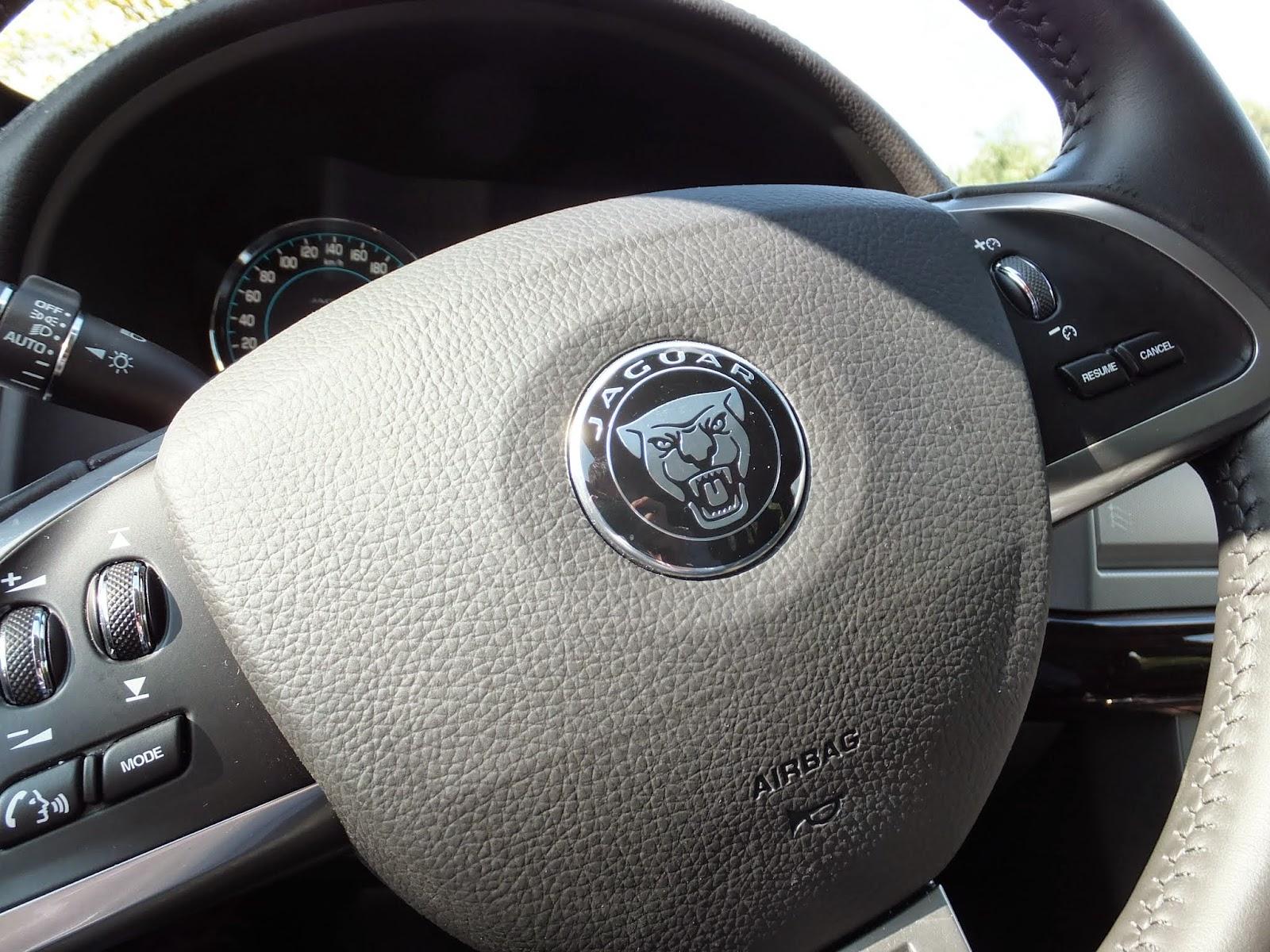 jaguar-xf-sportbreak ジャガーXFスポーツブレークステアリング