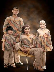Gambar Contoh Baju Batik Keluarga Couple Lebaran 2017