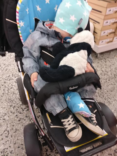 väsynyt matkustaja