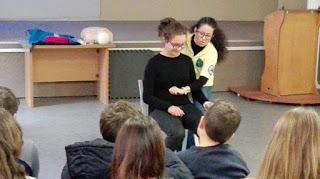 Μαθήματα Α Βοηθειών στο Γυμνάσιο Κορινού.