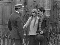 "Кадр из фильма Чарли Чаплина ""Бродяга"" / The Tramp (1915) - 23"