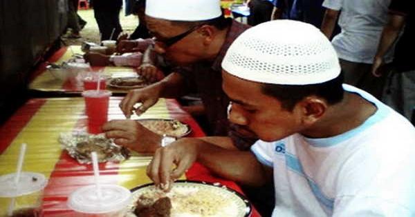 Manfaat Makan dengan Tangan