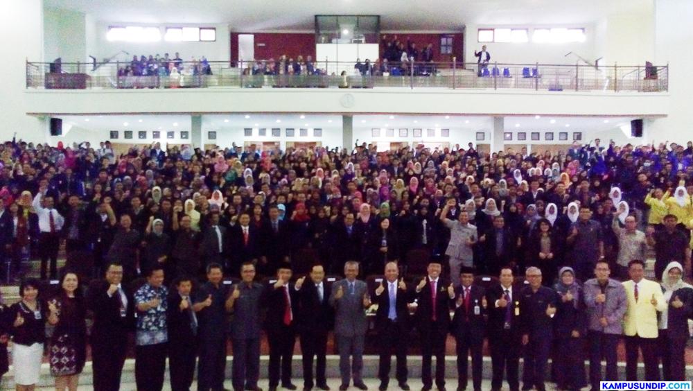 Bidikmisi: Sambangi Undip, Menristekdikti Serahkan Beasiswa Bidikmisi