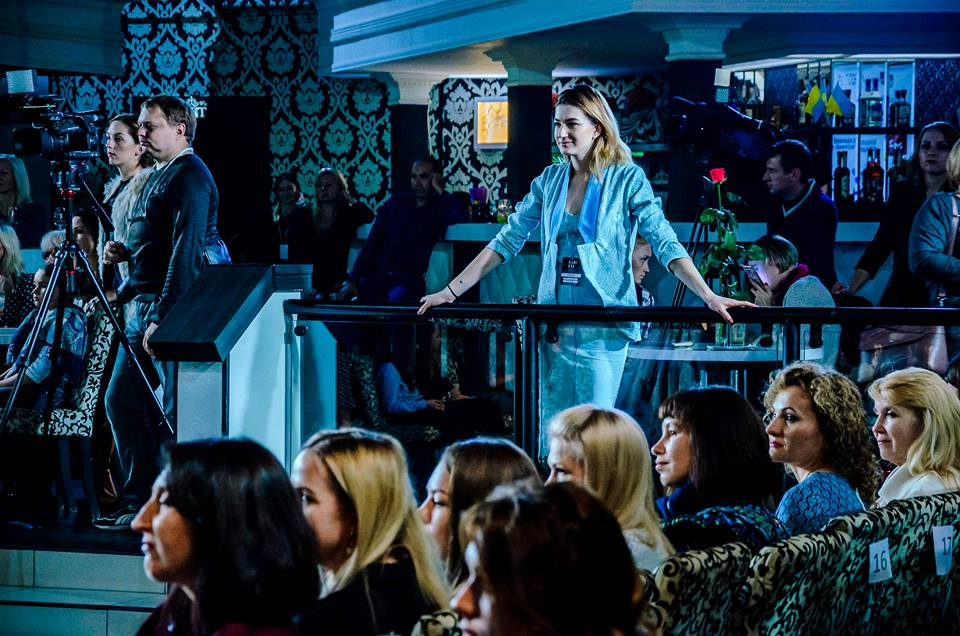 93fe9151b0d284 Модный показ стартовал с презентации тизерного ролика новой коллекции  бренда VARDIKYAN под названием «SATIRA», снятым режиссером Оганесом  Хачатряном.