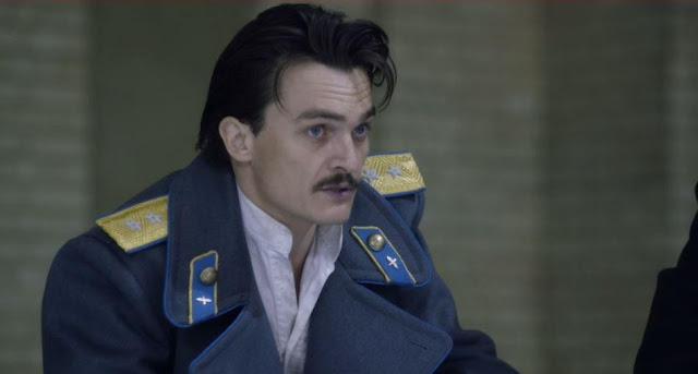 Vasily (Rupert Friend) dans La Mort de la Staline