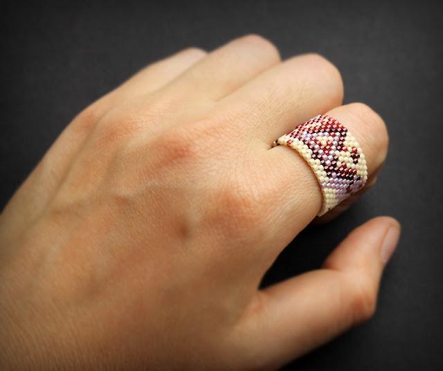 купить молодежные кольца для девушек большие женские кольца из бисера