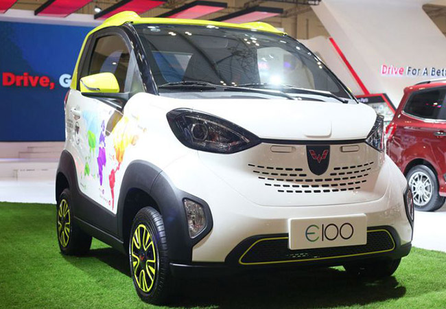 Tinuku Wuling Motors showcases E100 electric cars at GIIAS 2018