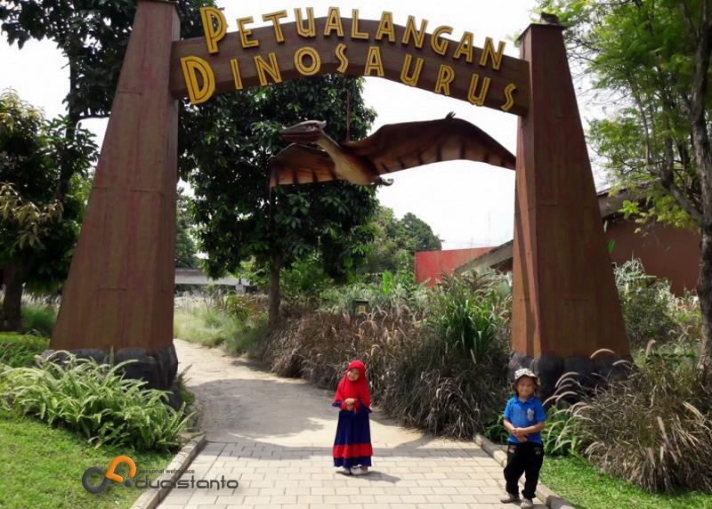 Taman Legenda Keong Emas Tmii Wahana Petualangan Dinosaurus