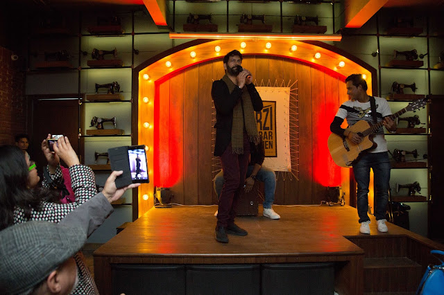 Jasbir Jassi performing