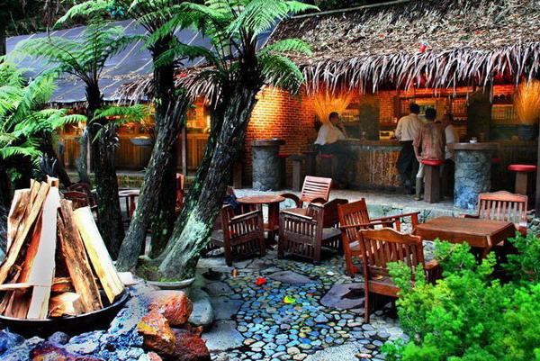 tempat wisata kuliner di bandung Kampung Daun
