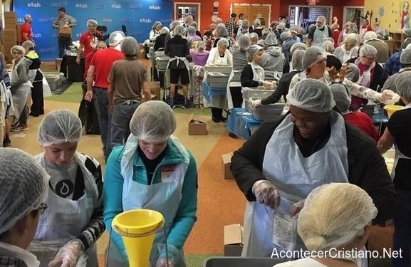 Iglesia prepara comida para los más pobres