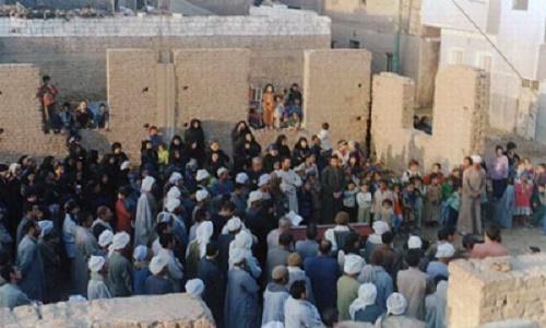 أقباط يصلون في العراء لعدم توفر كنيسة