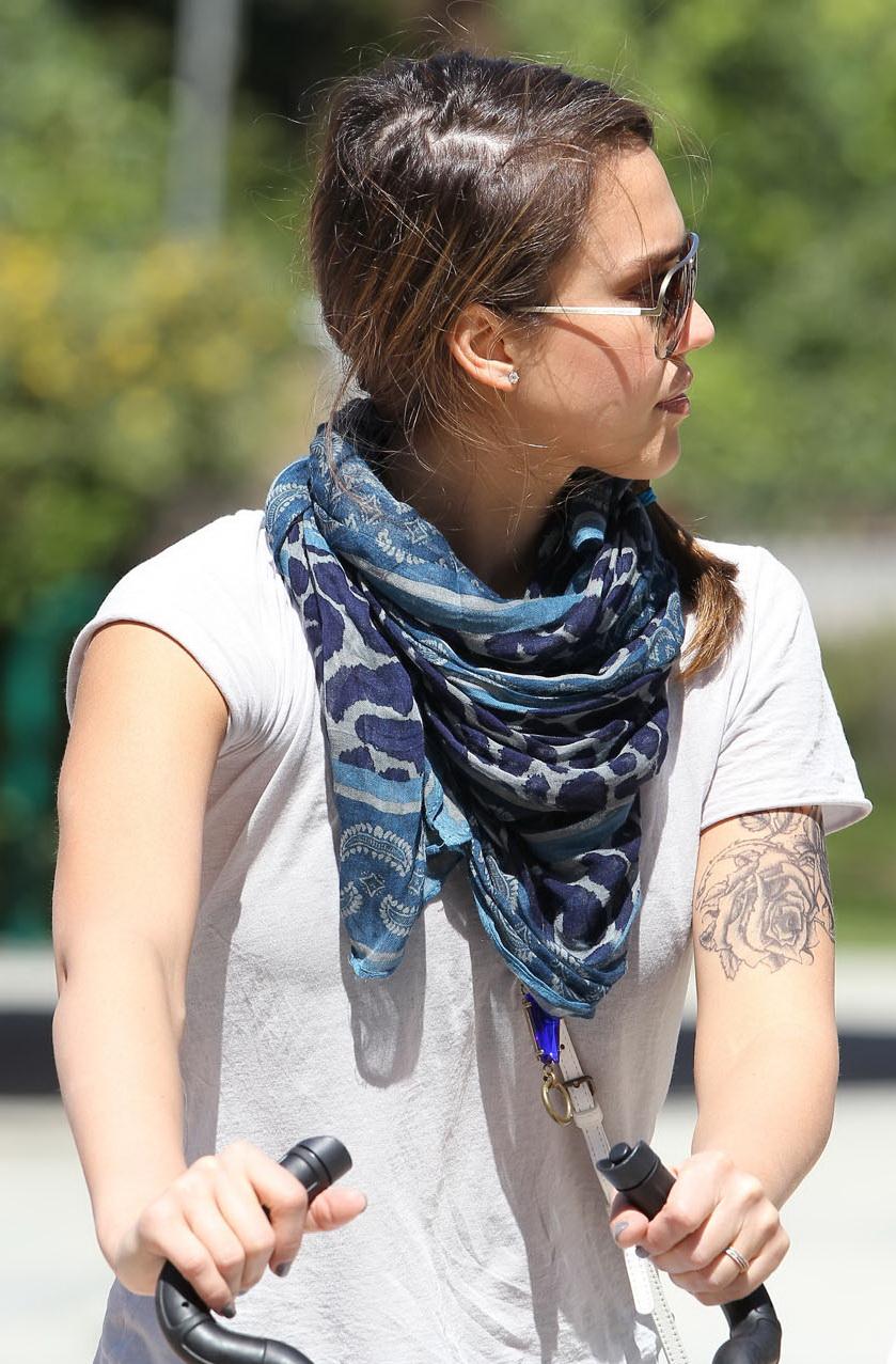 Free Celebrity Photos: Jessica Alba New Tattoo