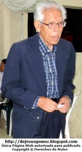 Foto de un hombre anciano con lentes y lleno de canas, foto de anciano de Jesus Gómez