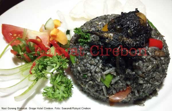 grage hotel cirebon tawarkan nasi goreng blakutak utuh