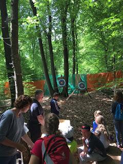 Tijdens het 59e Nationaal Kamp in Hattem wordt er onder meer aan boogschieten gedaan