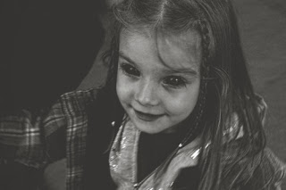 bek, black eyed children, crianças dos olhos completamente negros, terror, medo, história, lenda, creepypasta, entidade, relato