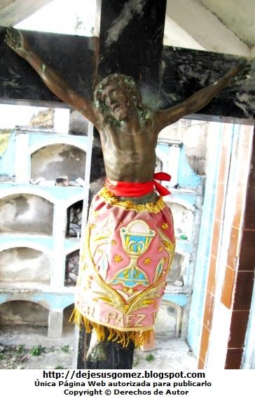 Jesús en la cruz tomada en un cementerio. Foto de Jesus tomada por Jesus Gómez