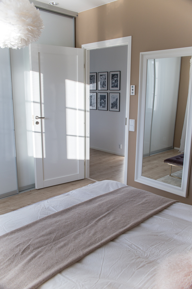 Villa H, makuuhuone, sisustaminen, taulukollaasi, vita eos valaisin