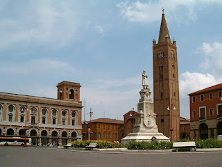 Piazza Aurelio Saffi is at the heart of the city of Forlì