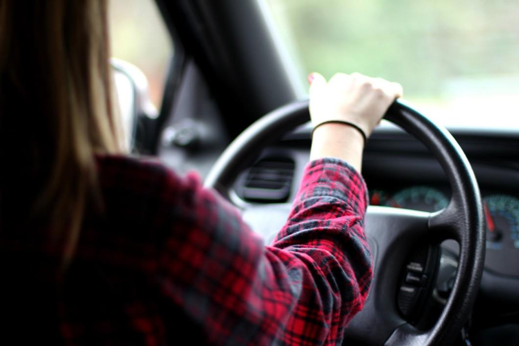 Tips Aman Mengendarai Mobil