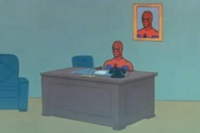 Spiderman e gli oggetti sulla scrivania