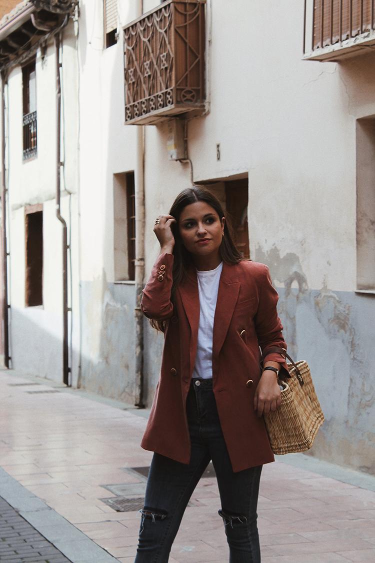 look de entretiempo con blazer blog de moda