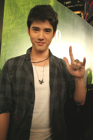 is a thai actor he is of thai chinese and german descent his thai ...