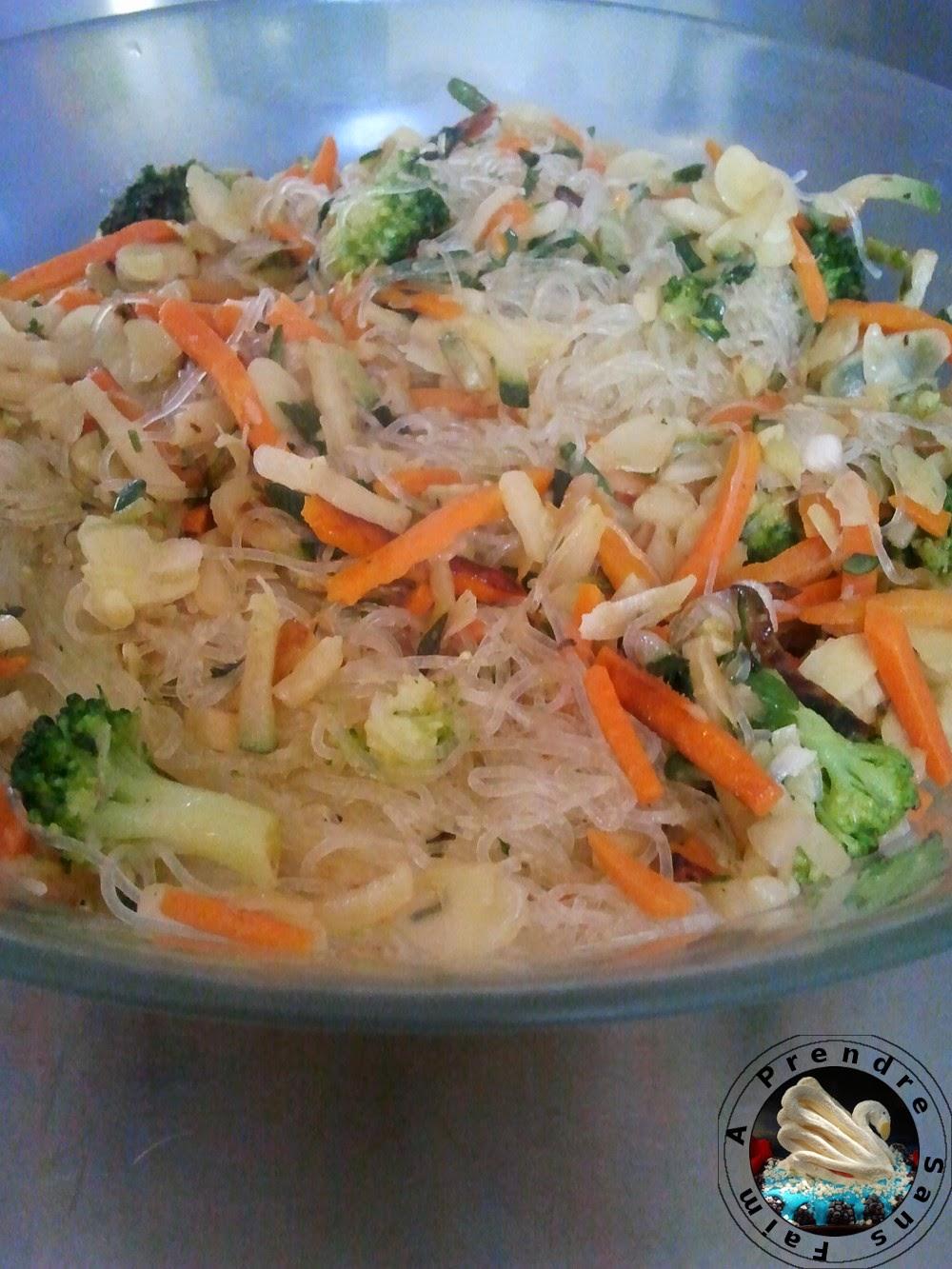 Vermicelles de riz aux légumes et amandes