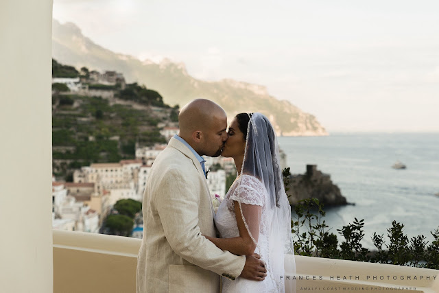 Wedding kiss Amalfi