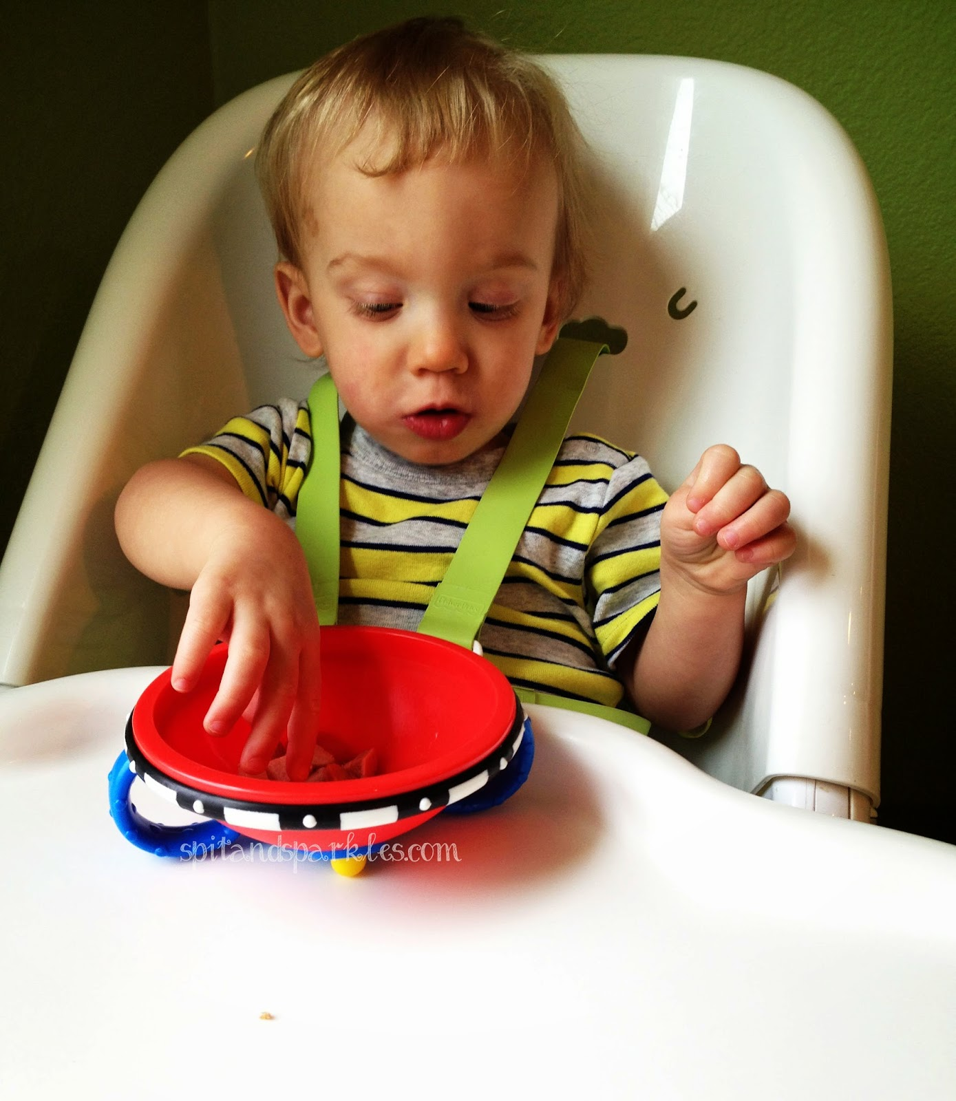 Trick your toddler into eating better with @NubyUSA Wacky Ware bowls! #parenting #toddlers