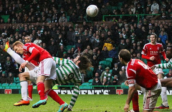 Georgios Samaras scores Celtic's winning goal against Aberdeen with an overhead kick