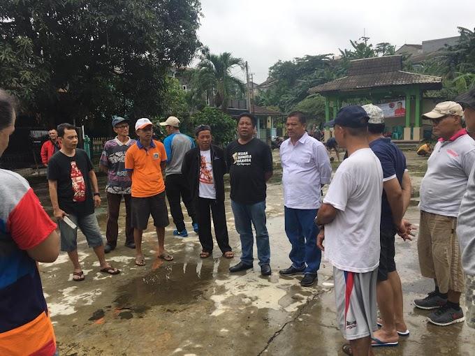 Waras Bersama Warga Kerja Bakti Bersihkan Lingkungan