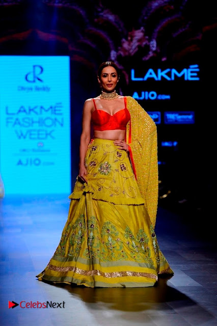 Bollywood Actress Malaika Arora Khan Walks on Ramp at LFW Summer 2017  0006.jpg