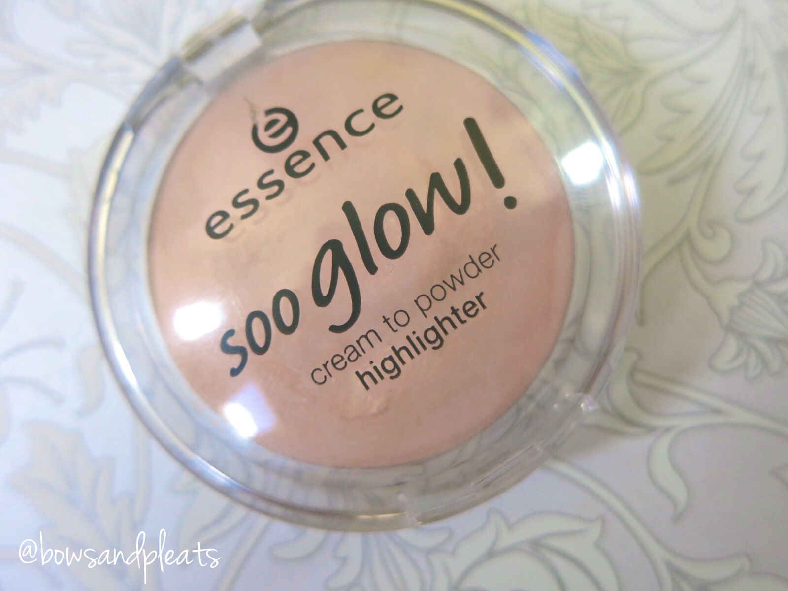Essence Cosmetics Soo Glow Cream to Powder Highlighter Bright Up Your Life