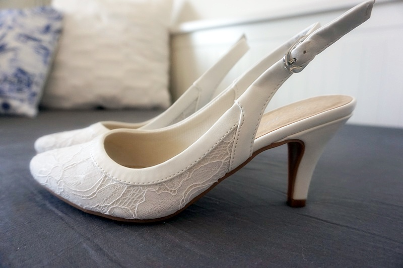 vita skor till bröllop